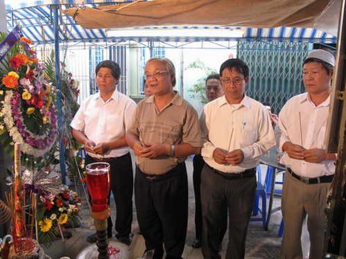 Tưởng nhớ nhạc phụ ông Nguyễn Văn Tuấn