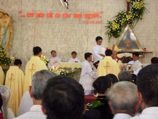 Bên Lề Lễ truyền chức tại tu viện Martin