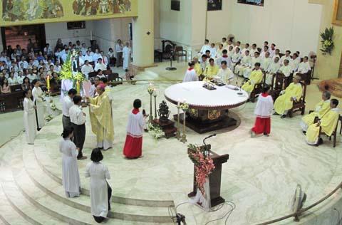 Mừng Thánh Tổ Phụ và Tân Giám Mục Phaolô
