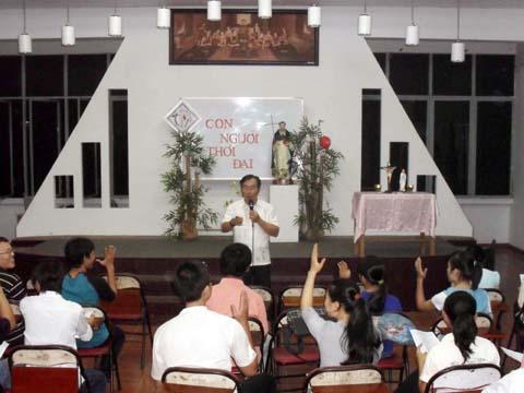 Sinh viên Ba Chuông mừng lễ thánh Đaminh