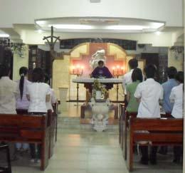 Sinh viên hiệp dâng lễ tại từ đường Giáo xứ