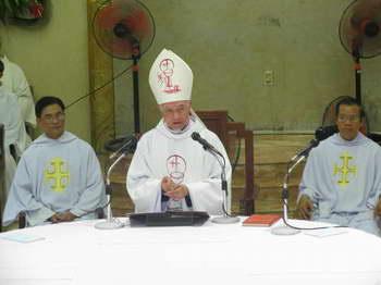Video giảng lễ trao tác vụ linh mục 2013