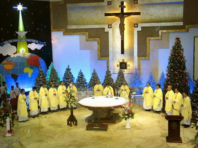 Giờ Thánh Lễ - Chầu Thánh Thể
