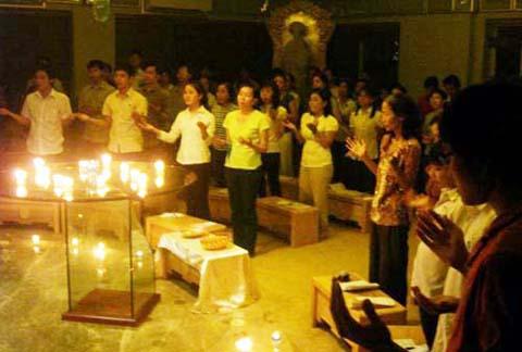 Taizé tháng 8 : Gắn bó với bí tích Thánh Thể