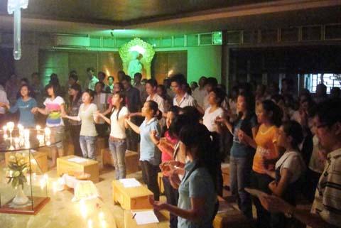 Taizé 02.2011 : Nén Bạc Chúa Trao