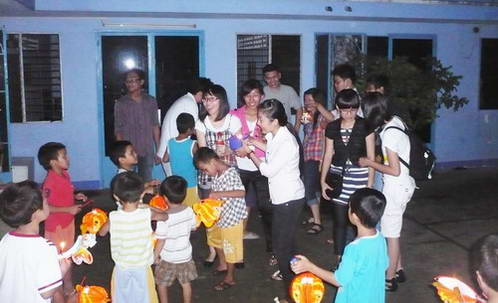 Đêm Trung Thu tại mái ấm Lạc Quang