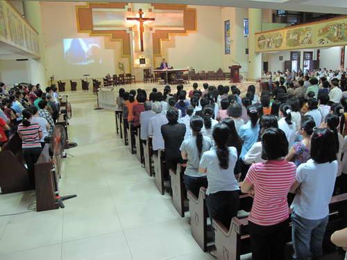 Nghe giảng tĩnh tâm giới trẻ mùa chay 2011