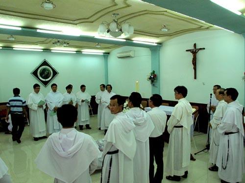 Hình ảnh cha Đỗ Chung về với Tu Viện - Giáo xứ