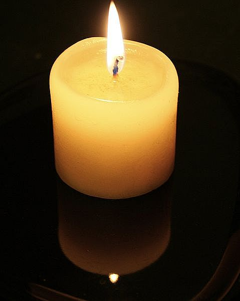 candle-flame-and-reflection-main_full