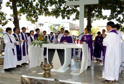 Video Thánh lễ tại Nghĩa trang Đaminh 2013